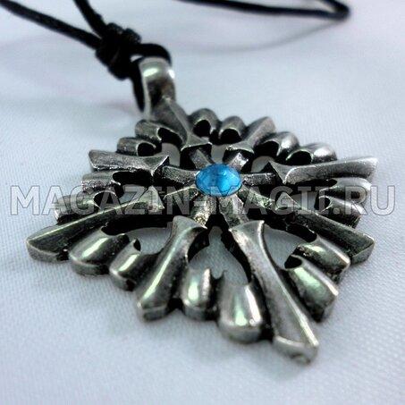 Amuleto de la Cruz con flores de lis