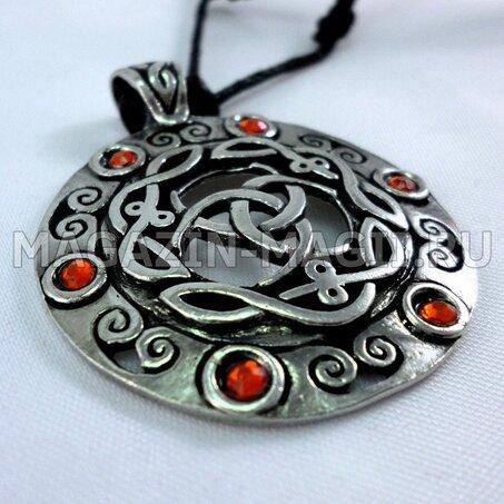 Mutual Triskel' Amulet